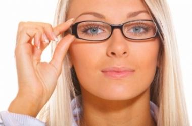 Как правильно сочетать макияж и очки