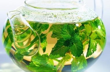 Летние тонизирующие и успокаивающие травяные чаи