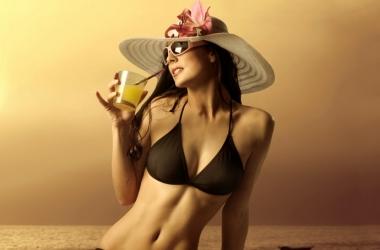 Какая косметика летом лучше: 6 актуальных вопросов
