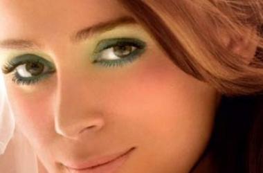 Вечерний макияж для зеленых глаз: 3 самых модных оттенка (фото)