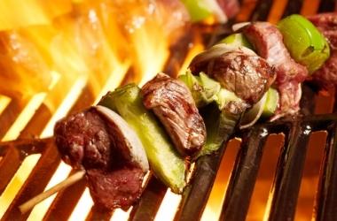 Шашлыки с салями: очень вкусный простой рецепт для пикника