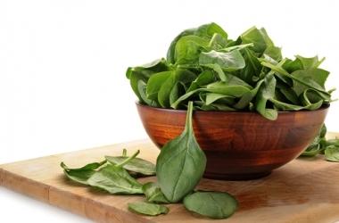 Здоровое питание: 3 причины съесть шпинат