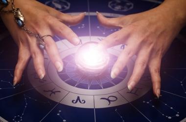 Вредно ли верить в гороскопы: мнение психолога
