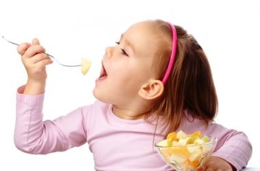 Чем кормить ребенка в жару?