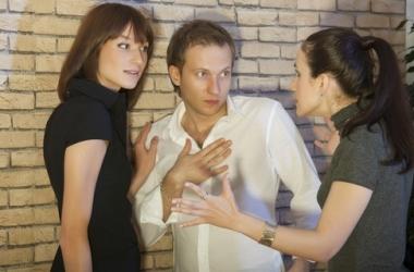 Муж дружит с женщиной. Как относиться?