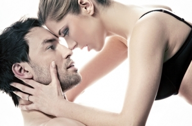 Секс: 7 безотказных способов возбудить мужчину