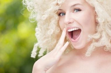 Блондинкам больнее лечить зубы