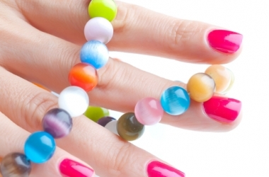 Лак для ногтей пузырится: причины