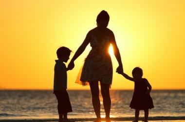 К чему приводит избыточная материнская любовь: что вредит ребенку и отношениям