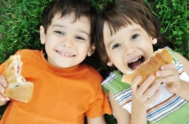 10 самых опасных продуктов для ребенка