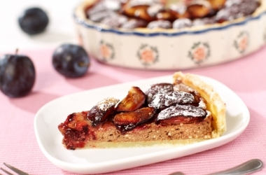 Рецепт очень вкусного пирога со сливами