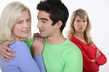 Опасна ли красивая подруга?