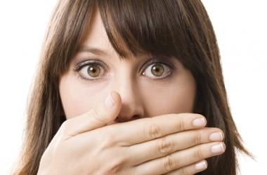 Запах изо рта: кто виноват и что делать?