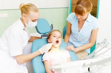 Ребенок: первый раз к стоматологу