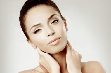 Шея и декольте: как сохранить молодость кожи