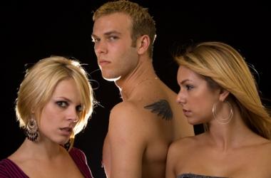 Секс втроем: что делать, если любимый настаивает?