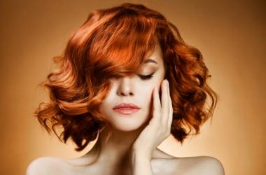 Подобрать цвет волос поможет одежда
