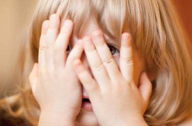 Тревожный ребенок: как его воспитывать