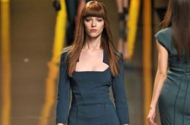 Классика моды: платье-футляр