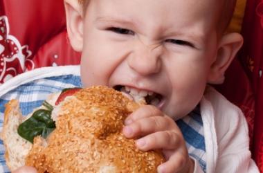 Питание ребенка: когда предлагать взрослую пищу?