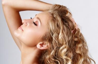 Как правильно сушить волосы феном: 5 шагов