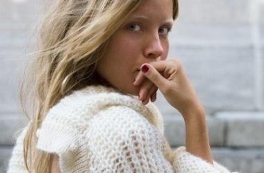 Хит осени 2012 - бежевый свитер (ФОТО)