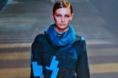 Тренд осени-зимы - 2012 - синий свитер (ФОТО)