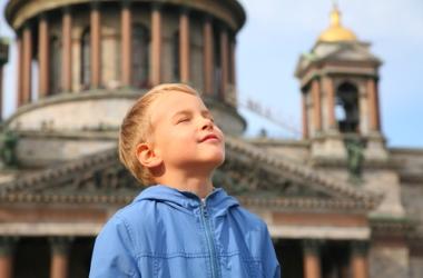 Воспитание: когда пора вести ребенка в музей или театр?