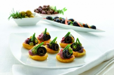 Мексиканская закуска: тапас с анчоусами и оливками