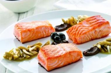 Жареный лосось с оливками: что приготовить на Новый год