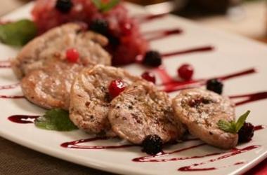 Свинина с ягодным соусом: рецепт