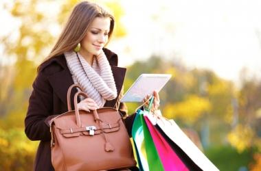 Психология женщины: манера носить сумочку выдает характер