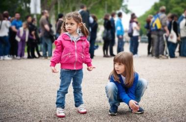 Уроки безопасности в городе для сына и дочки