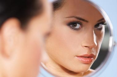 Женщны 'съедают' 3 кг косметики каждый год