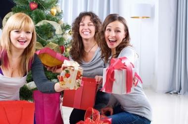 Новогодние песни: топ-5 хитов для праздничного настроения (видео)