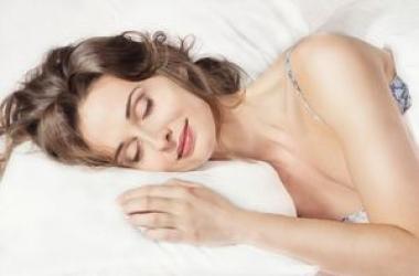 Ученые назвали лучшую позу для сна