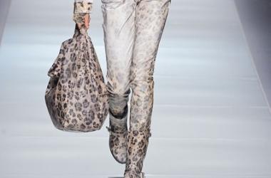С чем носить модную сумку 'оверсайз': советы стилистов (фото)