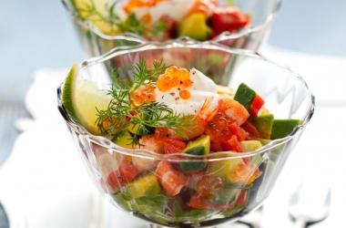 Лучшие праздничные салаты: из креветок и красной икры (рецепт)