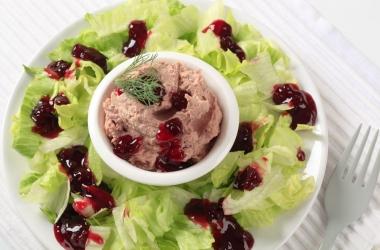 Рецепты с клюквой: фуа-гра с салатом
