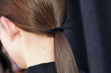 Какая прическа самая вредная для волос?