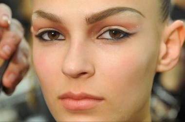 Праздничный макияж с необычными стрелками. Мастер класс (фото)