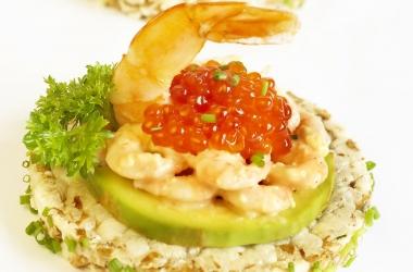 Здоровое питание: 3 рецепта блюд с рисовыми хлебцами (фото)