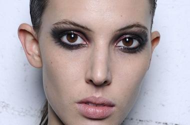 Вечерний макияж с черными и розовыми тенями (фото)