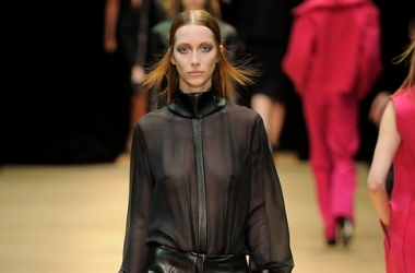 Неделя моды в Париже 2013: неприкрытая эротика на показе Guy Laroche (фото)