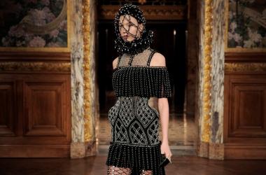 Средневековье в моде: коллекция Alexander McQueen в Париже (фото)