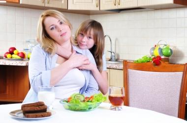 Чем занять ребенка, пока готовишь обед: 5 развивающих игр