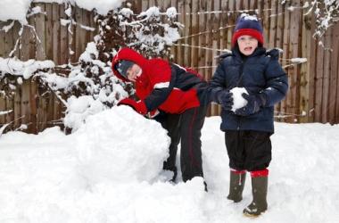 Игры со снегом для ребенка: 20 веселых и познавательных идей