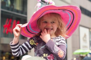 Пасхальный парад в Нью-Йорке: дети-зайцы и шляпы с яйцами (фото)