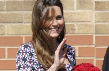 Снова в строю: Кейт Миддлтон вышла в свет после родов (фото)