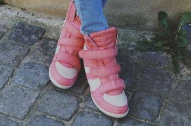 Как модно носить кроссовки: звездный пример (фото)
